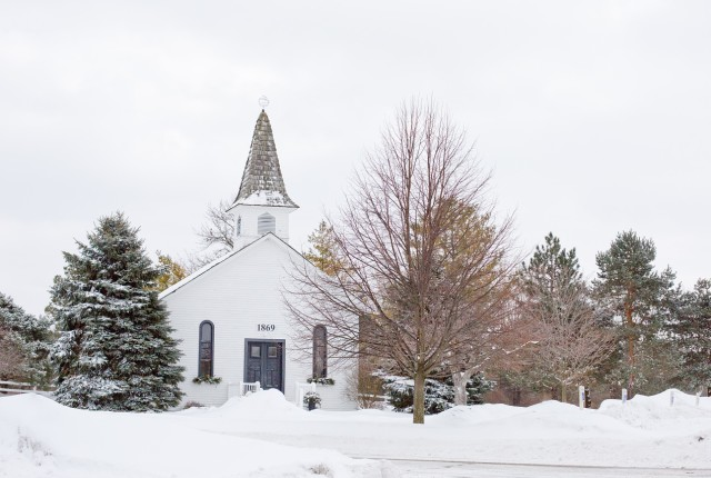 How should I behave in church? A wonderful church in the snow
