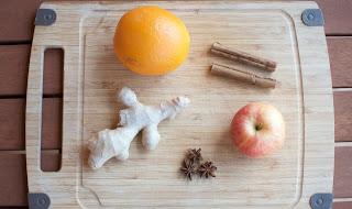 Infuso natalizio con arancia, zenzero, cannella, mela, chiodi di garofano