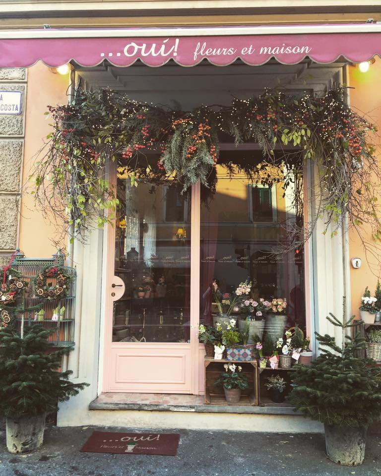 L'entrata del negozio di fiori a Bergamo