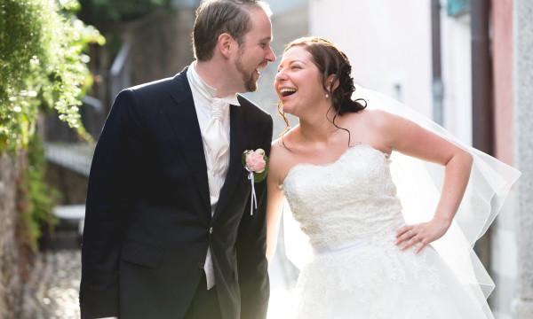 Sposi ridono durante lo shooting