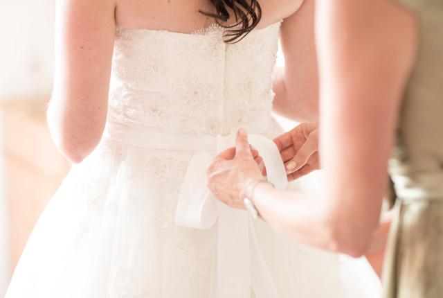 Il fiocco posteriore del vestito da sposa