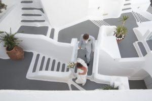 Sposi Tra le vie di Oia a Santorini