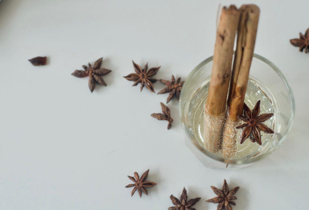 Ricetta per cocktail analcolico natalizio con anice e cannella